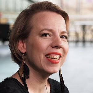 Laulaja-viulisti Aili Järvelä.