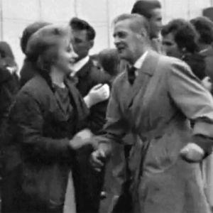 Twistaava varttunut pariskunta Aavasaksan juhannusjuhlassa 1964.