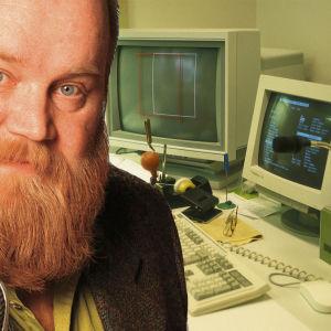 Gösta Sundqvist 1997 ja taustalla tietokoneita.