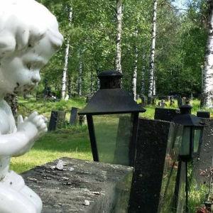En staty som föreställer en ängel