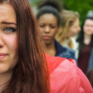 Viisi tyttöä kuvassa