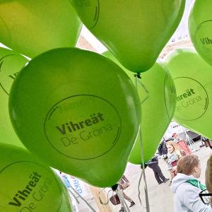De grönas ballonger.