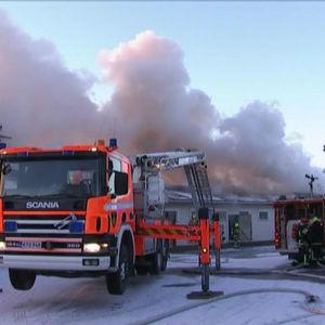 Brandkåren släcker brand i Oripää.