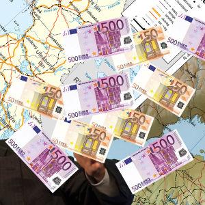 Ett montage: Finlands karta, 50- och 500-lappar (euro) samt Bill Gates.
