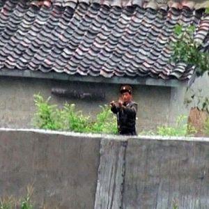 Rajavartiomies Pohjois-Koreassa.