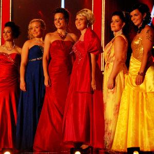 naiset lavalla