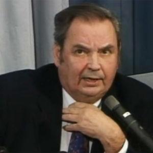 Paavo M. Petäjä Lahden MM-hiihtokisojen tiedotustilaisuudessa 2001.
