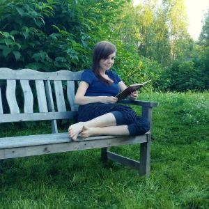 Spacehouse-blogin kirjoittaja Piia lukee Kirsi Kunnaksen Tiitiäisen tarinoita.