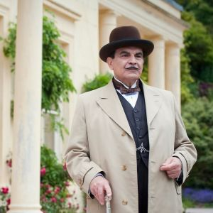 "David Suchet Hercule Poirottina ""Dead Man's Folly"" -ohjelmassa."