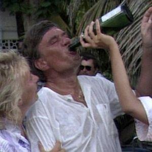 Suomalaiset juhlivat Caymansaarilla.