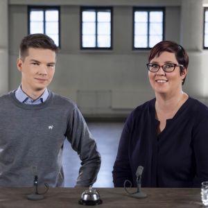Kuvassa Yle Kioskin toimittaja Matti Riitakorpi ja presidenttiehdokas Merja Kyllönen.