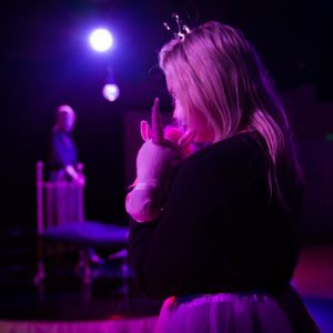 Vanajan naisten Saiturin sydämessä nykyisen joulun henki haaveilee prinsessamekosta ja pinkistä Barbie-autosta.
