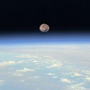Kuu ja maa.