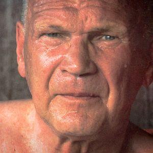 Urho Kekkonen hikisenä saunan jälkeen