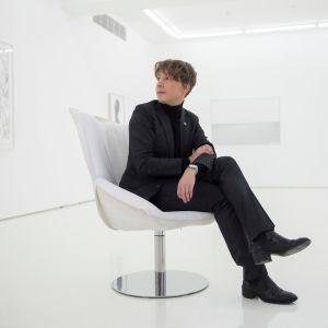 Kuvataiteilija Ville Andersson uudessa näyttelyssään, joka avautuu 12.1. helsinkiläisessä galleriassa nimeltä Helsinki Contemporary.