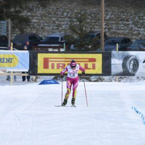 Johanna Matintalo (vas.), Aino-Kaisa Saarinen, Riitta-Liisa Roponen ja Anne Kyllönen taistelivat loppusuoralla yhdistelmäkilpailun Suomen mestaruudesta.