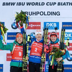Palkintokorokkeella Saksan Laura Dahlmeier, Kaisa Mäkärainen ja Tshekin Veronika Vitkova