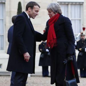 Ranskan presidentti Emmanuel Macron ja Britannian pääministeri Theresa May Pariisissa joulukuussa 2017.