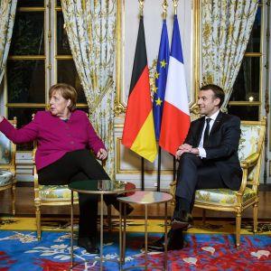 Presidentti Emmanuel Macron ja liittokansleri Angela Merkel neuvottelivat perjantaina Pariisissa.
