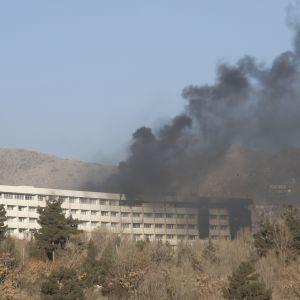 Rakennuksessa syttyi myös tulipalo hyökkäyksen aikana.