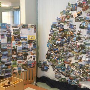Maisemakortteja Puumalan päiväkodin seinällä