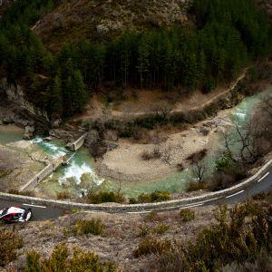 Jari-Matti Latvala ajaa upeissa maisemissa Monte Carlon rallissa.
