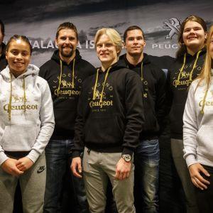 Lahjakkuusryhmä Arttu Korkeasalo, Sara Francis, Topias Laine, Urho Kujanpää, Helena Leveelahti, Julia Valtanen ja mentori Antti Ruuskanen.