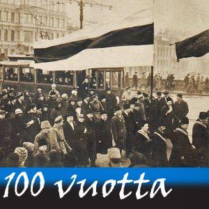 Mustavalkoinen valokuva väkijoukosta, joka marssii kadulla ison Viron lipun jäljessä.