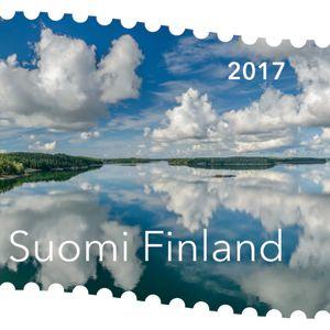 Jari Hakalan Pilviä Saaristossa kuvasta muotoutui Stiina Hovin suunnittelemana Suomen kaunein postimerkki 2017.