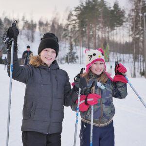hiihtäjiä
