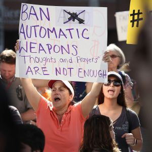 Ihmisiä mielenosoituksessa Fort Lauderdalessa, Floridassa 17. helmikuuta.
