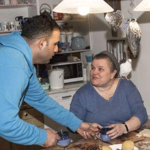 Bahaa ja Hanna Al-Saed keittiössään