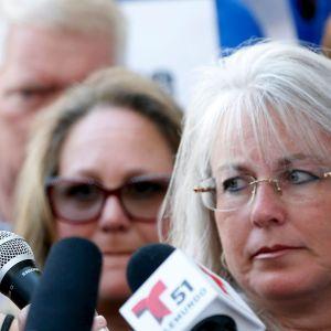 Emma González liikuttui puhuessaan aseiden vastaisessa mielenilmauksessa Fort Lauderdalessa Floridassa 17. helmikuuta.