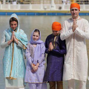 Kanadan pääministeri Justin Trudeau perheineen Amritsarissa, Intiassa.