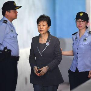 Etelä-Korean erotettu presidentti Park Geun-hye saapuu oikeudenkäyntiin 7. elokuuta 2017.