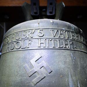 Hitler-kirkonkello Herxheimin kirkossa.