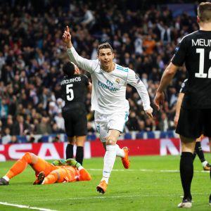Real Madridin Cristiano Ronaldo juli maalia PSG:tä vastaan helmikuussa 2018.