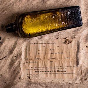 132 vuotta vanha pullo