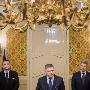 Vasemmalta Andrej Danko,  Robert Fico ja Bela Bugar.