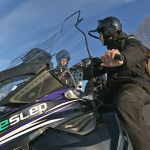 Belgialainen Rik Reanard ja hollantilainen Maurits Seelen lähdössä safarille sähkömoottorikelkalla.