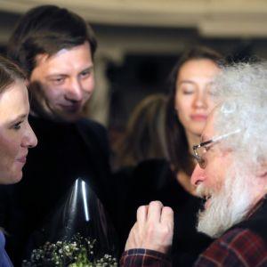 Ksenija Sobtšak (vas.) ja Dmitri Gudkov (kesk.).