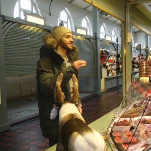 Charles Bertrand ostoksilla kauppahallissa