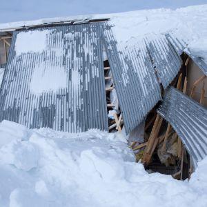 Lumen painosta romahtanut katto.