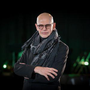 Tanssija-koreografi Jorma Uotisella, 67, ei ole aikeita eläköityä. – Niin kauan kuin aivot ja ääni toimivat ja ruumis pysyy liikkeessä, en suunnittele eläkettä. Sitten kun ei enää pysty, sitten tämä loppuu. Tai jos ei ole enää mitään sanottavaa, ei kannata lähteä näyttämölle.