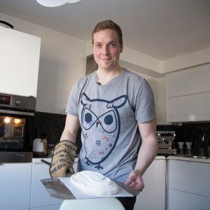 Jani Mikkonen leipoo