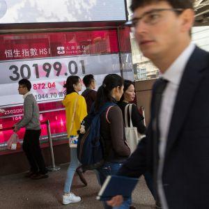 Hong Kongin pörssin näyttötaulu.