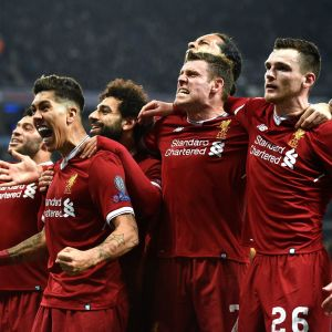 Liverpoolin pelaajat juhlivat Roberto Firminon maalia.