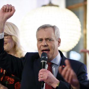 Puheenjohtaja Antti Rinne SDP:n vaalivalvojaisissa tulosten selvittyä kuntavaalien vaalipäivänä ravintola Seurahuoneella Helsingissä 9. huhtikuuta.
