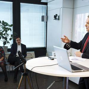 SDP:n puheenjohtaja Antti Rinne esitteli puolueensa mallin suomalaisen sosiaaliturvajärjestelmän uudistamiseksi.