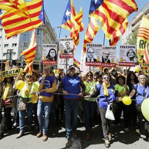 Katalonian itsenäisyyttä kannattavien mielenosoitus Barcelonassa 15. huhtikuuta.